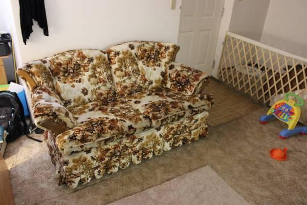 Vintage rocking loveseat price reduced for sale in for Furniture ellensburg
