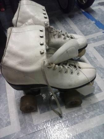 vintage roller skates womens 6 - $15