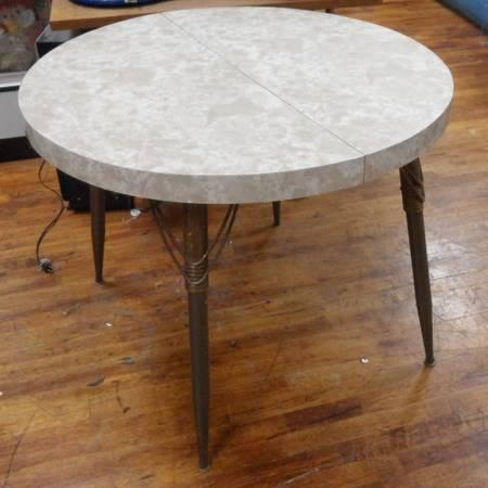 Vintage round formica top dining table for Sale in Torrance