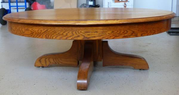 VINTAGE ROUND OAK COFFEE TABLE 44 Inch   $75