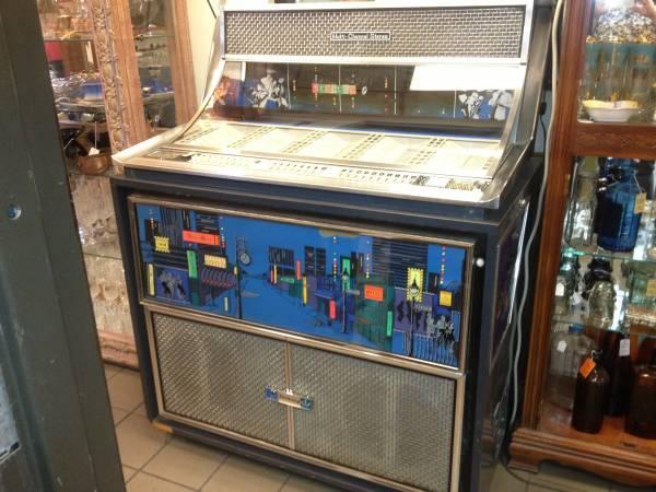 Vintage Seeburg Jukebox 1963 Rock N Roll - $1400