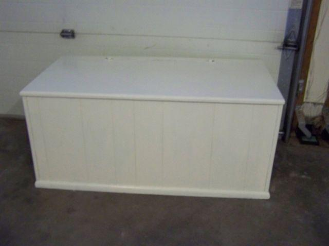 VINTAGE SHABBY CHIC WHITE CEDAR HOPE CHEST  TRUNK