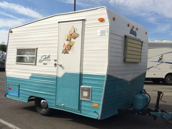 Vintage Shasta Compact travel trailer W/Blue Wedgewood ...