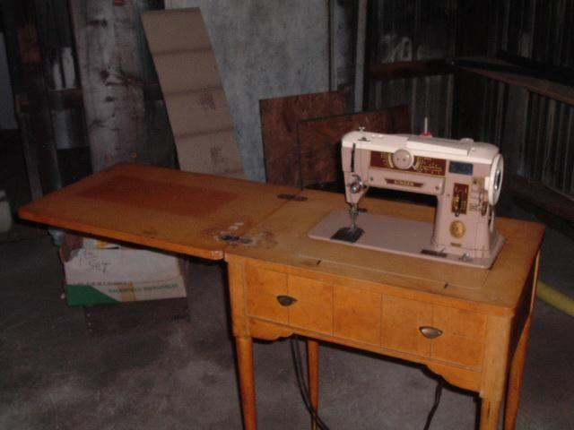 Vintage Singer 401a Sewing Machine with cabinet - Vintage Singer 401a Sewing Machine With Cabinet For Sale In Gladwin