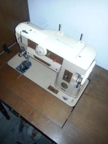 Vintage singer sewing machine.Model 401a.