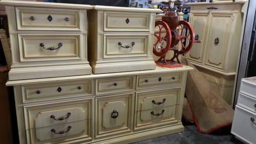 Vintage Stanley Furniture 5 Piece Bedroom Set For Sale In