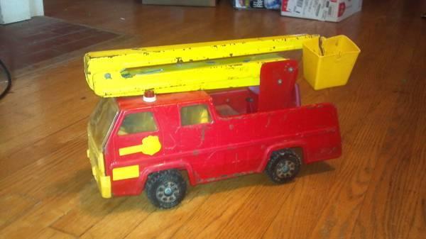Vintage Tonka Bucket Truck - $15