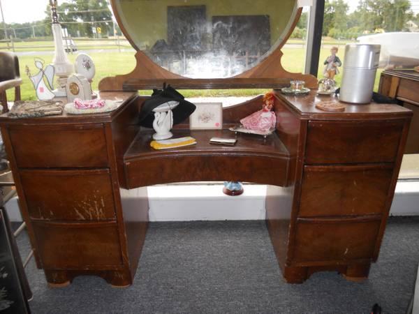 Vintage Vanity For Sale In Indian Mills New Jersey