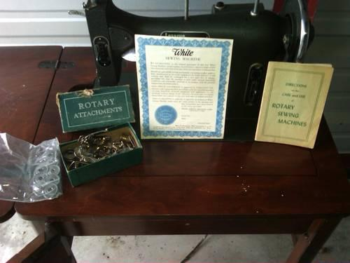 Vintage White Rotary Dressmaster Sewing Machine With Table