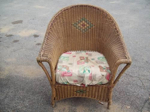 VINTAGE WICKER CHAIR ORIGINAL NOT PAINTED - $100 (south - VINTAGE WICKER CHAIR ORIGINAL NOT PAINTED - (south Barre) For Sale