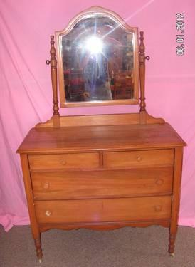 Vanity Mirror With Lights And Dresser : Vintage Wood Dresser Vanity Top With Mirror And 2 Lights for Sale in Saint Louis, Missouri ...
