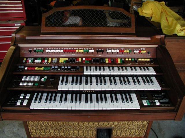 Vintage Yamaha Electone 415i Organ -- Everything works ...