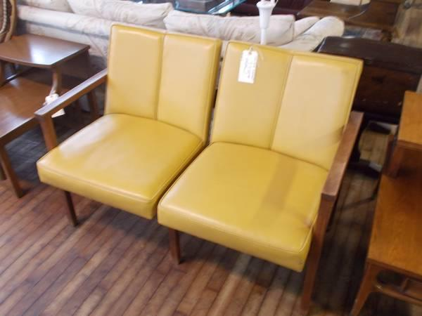 Vinyl Gold Color Loveseat for Sale in Greenwich