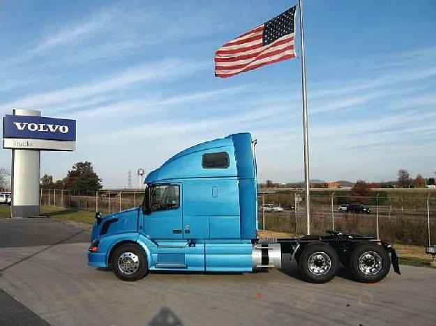 VOLVO VNL670 TANDEM AXLE SLEEPER FOR SALE