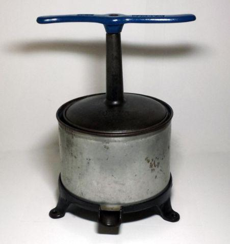 Wagner Ware Sidney -O- Cast Iron Fruit  Lard Press made 1924-1940