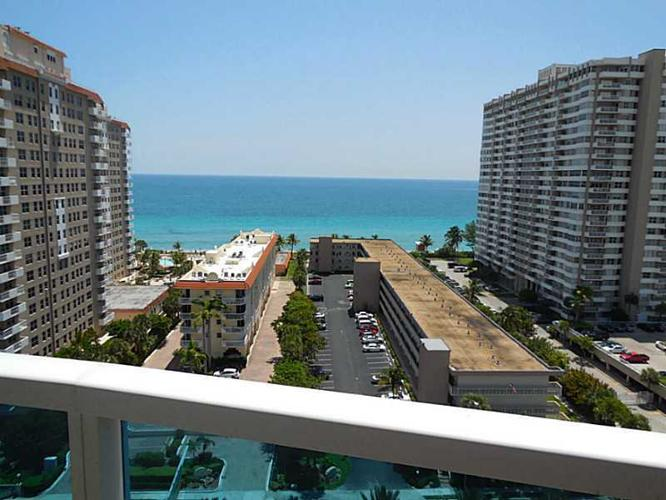 Walking distance to the beach, close to restaurants,