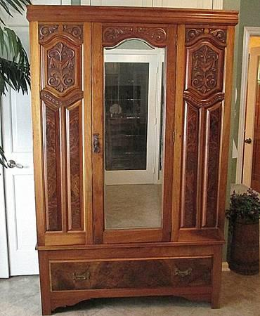 Wardrobe Armoire GORGEOUS Hand Carved Mahogany FULLY LOCKING - $450