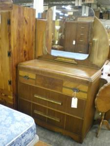 Waterfall dresser w mirror kutztown for sale in for Furniture reading pa