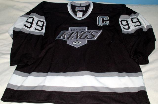 buy online 5a4c8 e1a08 Wayne Gretzky - L.A. Kings autographed jersey for Sale in ...