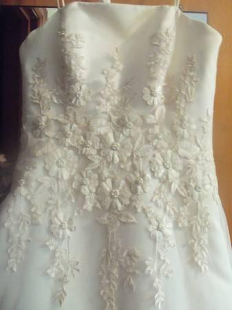 Wedding Dress- BRAND NEW!! Never Worn - $200