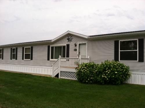 well maintained 1998 3 bedroom 2 bath manufactured home