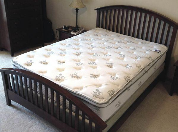 Wg R Sleep Shop Queen Mattress 3 Months Old Neenah For Sale In Appleton Wisconsin
