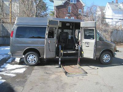 Wheelchair accessible disabled handicap van Wheel chair lift Low Miles