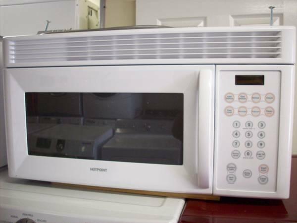 Whirlpool 18 Cu Ft Top Freezer Refrigerator W Ice Maker