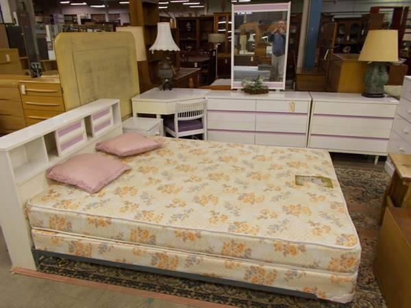 white 4 piece full size bedroom set for sale in greenwich pennsylvania classified. Black Bedroom Furniture Sets. Home Design Ideas