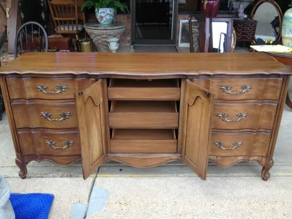 Charmant WHITE Fine Furniture Co. Long Low Dresser   $375