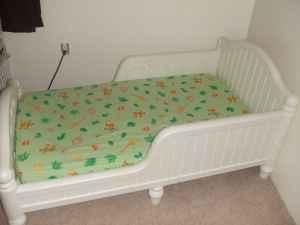 White Graco Toddler Bed