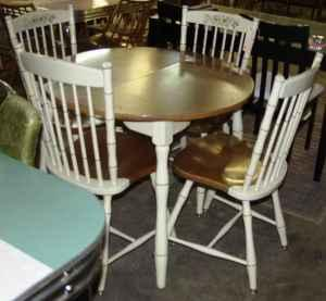 White Hitchcock Style Table And Chairs Set