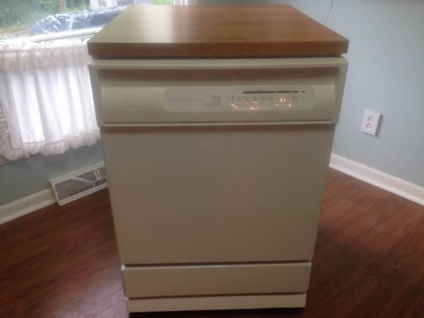 White Jetclean Convertible Maytag Portable Dishwasher