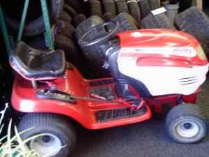 WHITE LAWN TRACTOR - $325 (YOUNGSTOWN OHIO)