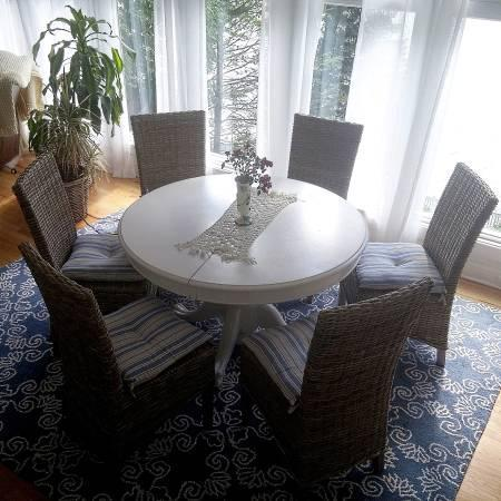 White Round Clawfoot Dining Table With Center Leaf Chairs For Sale - Round table and 4 chairs for sale