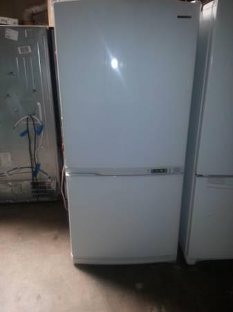 WHITE SAMSUNG BOTTOM FREEZER REFRIGERATOR APT SIZE - for Sale in ...