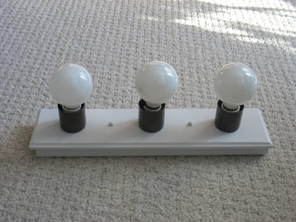 Vanity Light Bulb Holder : WHITE VANITY LIGHT BAR - 3 BULB - 18x4.5 INCH - VERY NICE - for Sale in Ellsworth, Wisconsin ...