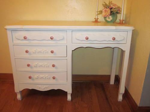White Vintage Shabby Chic French Provincial Desk For Sale