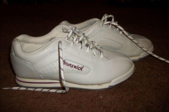 White Womens Brunswick Bowling Shoes  Size 6