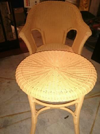 Wicker chair and ottoman for sale in omaha nebraska for Outdoor furniture omaha