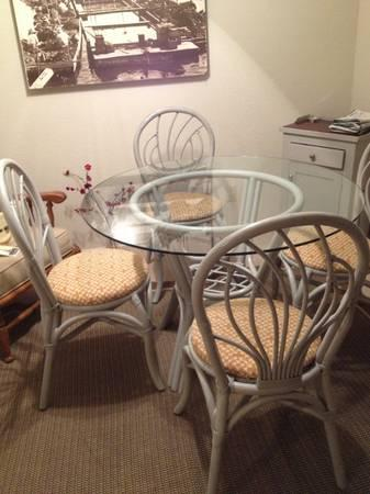 Wicker table 4 chairs for sale in half moon bay for Large wicker moon chair