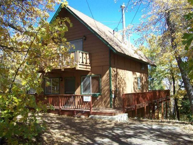 Wolf road retreat 2 bdrm 1 5 bath cabin in big bear for Big bear retreat cabins