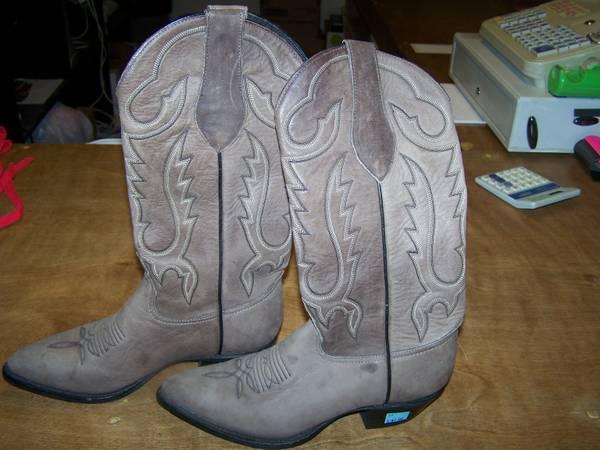 WOMEN'S BOOTS BY TONY LAMA DIMENSION 6 - $40