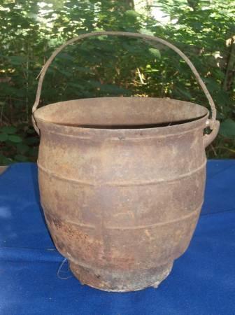 Wonderful Antique Cast Iron Pot - $10