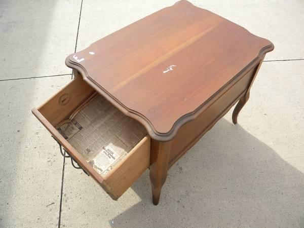 Wood End Table Curved Legs Wooden For Sale In Grafton Ohio Classified