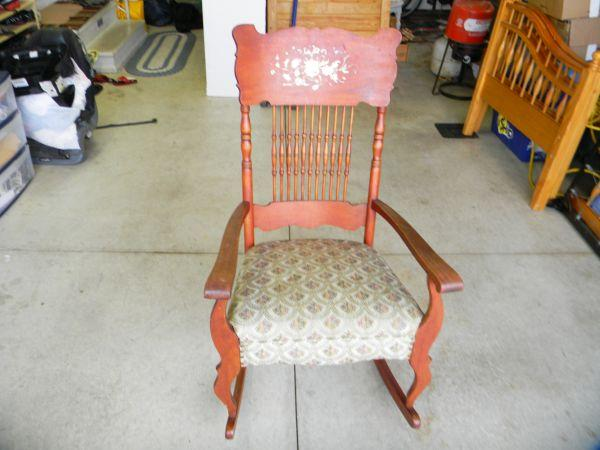 Wood rocking chair oak harbor for sale in toledo ohio for Furniture oak harbor