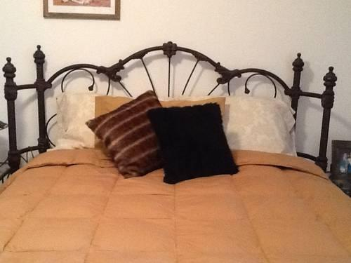 Wrought Iron Queen Size Bed Nightt Stands Dark Oil