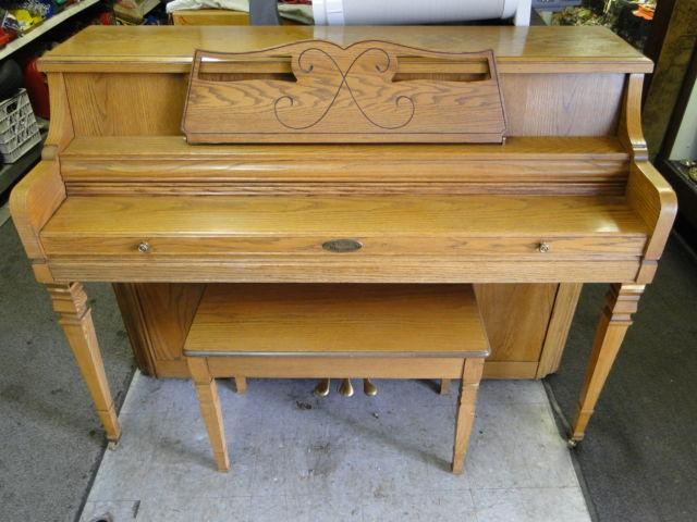 Wurlitzer 2719 Upright Console Piano With Seat Oak For