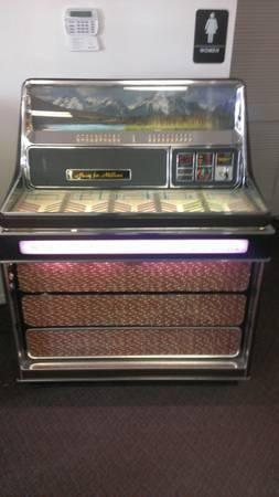 Wurlitzer Jukebox Statesman 3400 for Sale in Innsbrook, Missouri