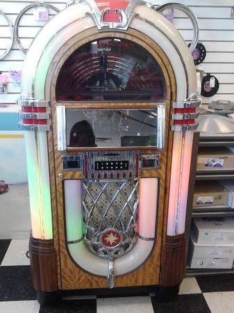 Wurlitzer Nostalgia Juke Box - $1500